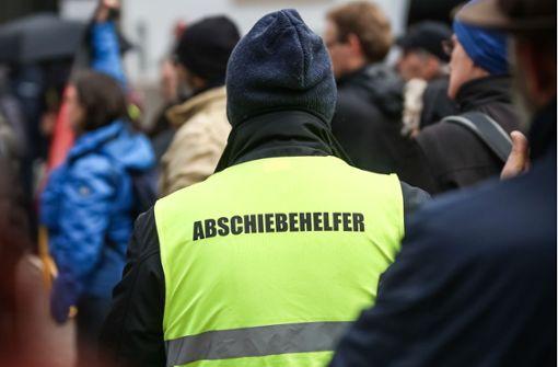 Einige protestieren in gelben Westen