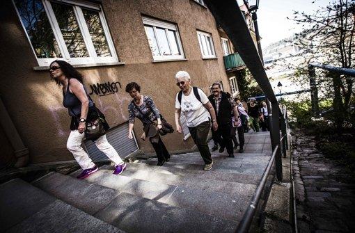 ...und erklommen bei einer Sonderführung der Stäffelestour die Stuttgarter (Halb-)Höhen. Frauchen und Herrchen hinterher... Foto: Leif Piechowski