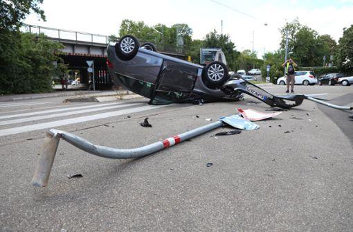 Es sind auch Verkehrsschilder in Mitleidenschaft gezogen worden. Foto: 7aktuell.de/Sven Adomat
