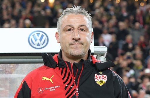 Jürgen Kramny und der VfB Stuttgart fahren selbstbewusst nach Gelsenkirchen zum Duell mit dem FC Schalke 04. Foto: Pressefoto Baumann