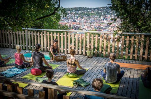 Yoga an einem der schönsten Orte in Stuttgart bei Muna an der Hasenbergsteige Foto: Lichtgut/Julian Rettig