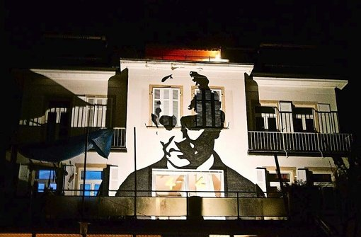 Ein Porträt für die Freiheit: Eugen-Bolz-Porträt an der Fassade seines früheren Wohnhauses am Killesberg Foto: KB44