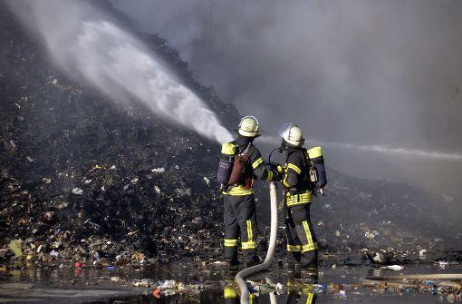 ... die Feuerwehr musste zu einem Großeinsatz ausrücken. Foto: Andreas Rosar Fotoagentur-Stuttg