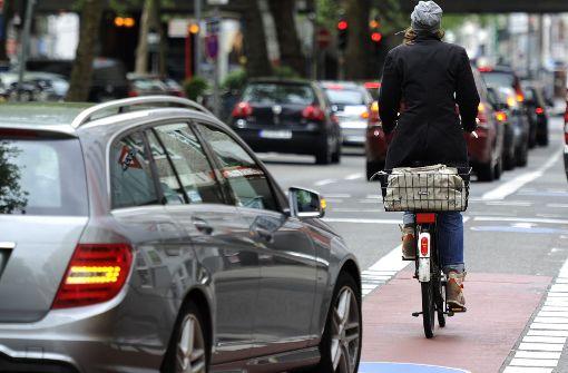 Radfahrer nach Kollision mit BMW schwer verletzt