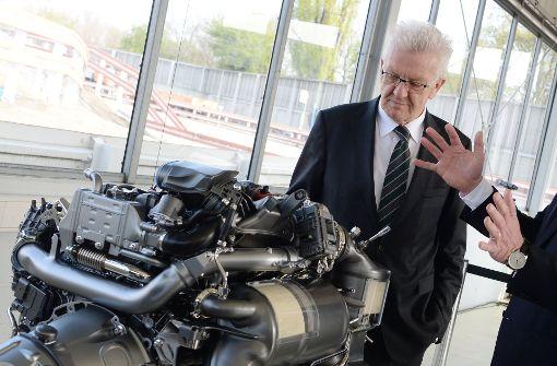 Im Zickzackkurs: Kretschmann und die Autobranche