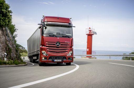 Die neue Generation des Mercedes-Benz Actros. Der schwere Lastwagen ist das Flaggschiff der Marke. Foto: Daimler
