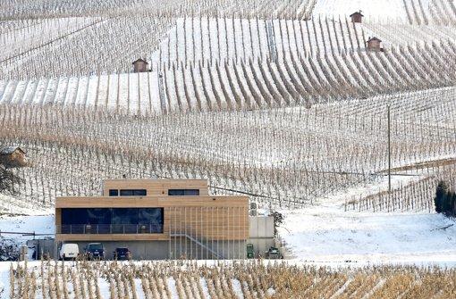 Zeugt vom Selbstbewusstsein in Strümpfelbach: Der Neubau des Weinguts Knauß mit viel Beton, Stahl und Holz setzt am Ortseingang ein Ausrufezeichen. Foto: Michele Danze