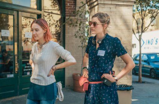 """""""Ich war unglaublich begeistert von ihrer Wahrhaftigkeit und Ehrlichkeit"""", sagt Greta Gerwig (rechts) über  Saoirse Ronan, die Hauptdarstellerin in ihrem Film """"Lady Bird"""". Foto: Verleih"""