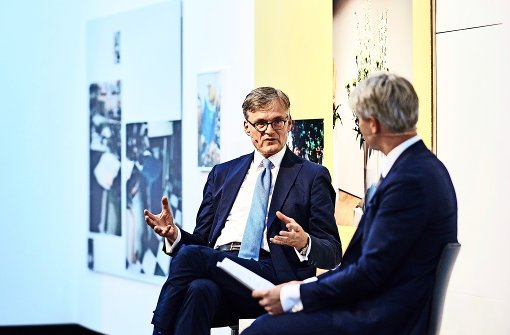 """Alexander Farenholtz im Dialog mit """"Stuttgarter Nachrichten""""-Titelautor Nikolai B. Forstbauer Foto: Schmid"""