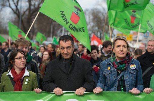Pegida-Gegner gehen auf die Straße