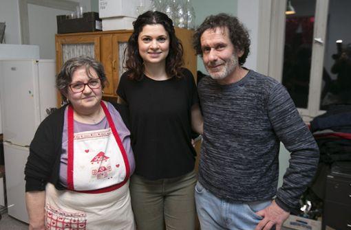 Nur Familienrezepte und Produkte aus Italien bringen Graziella Letizia-Deotto, ihre Tochter Francesca Deotto und Renato Letizia auf den Tisch (v.l.).  Foto: Horst Rudel