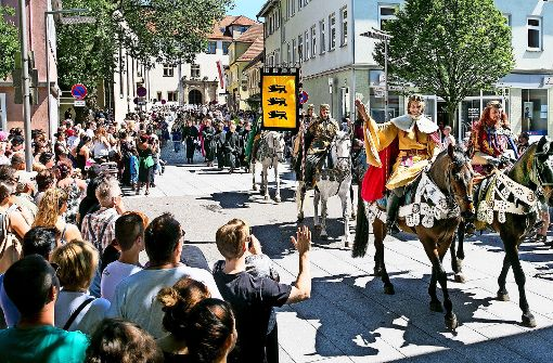 Fest beginnt mit Barbarossa und Glücksdrachen
