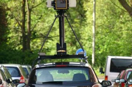 Für das Projekt Street View fotografiert ein Google-Fahrzeug mit einer Spezialkamera Straßen. (Archivfoto) Foto: dpa