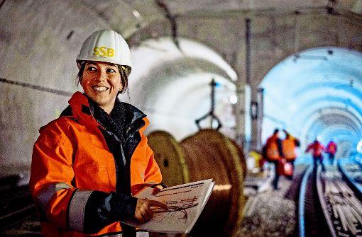 Mona Indelkofer, Projektsteuerin der SSB, bei der Tunnelbesichtigung Foto: Lichtgut/Max Kovalenko
