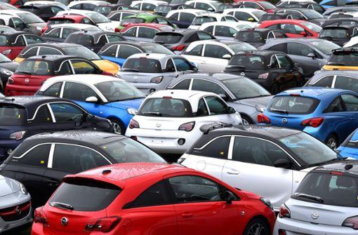Die Deutschen werden 2018 voraussichtlich weniger Geld für Autos ausgeben. Foto: ZB