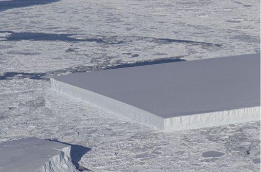Forscher entdecken quadratischen Eisberg