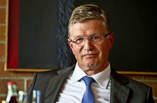 Heinz Eininger, Esslinger CDU-Landrat, hat sich mit seinem Vorstoß Kritik eingehandelt Foto: StN