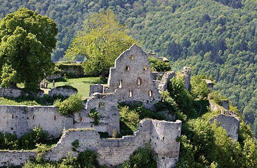 Das Wahrzeichen der Stadt, die Burgruine Hohenurach. Foto: Städtische Kurverwaltung Bad Urach