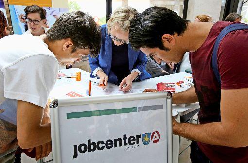 Viele junge Leute auf Jobsuche