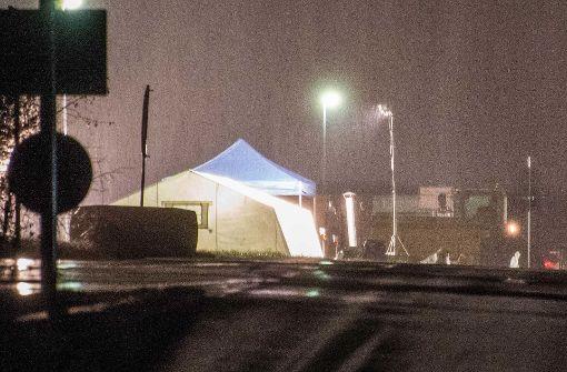 In der Nacht auf Sonntag hat die Polizei auf einer Mülldeponie in Backnang-Steinbach nach Hinweisen gesucht... Foto: SDMG
