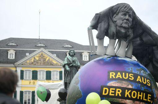 Klimaschützer demonstrieren in Bonn