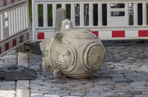 Die Skulptur brach beim Aufprall in mehrere Teile. Foto: factum/Weise