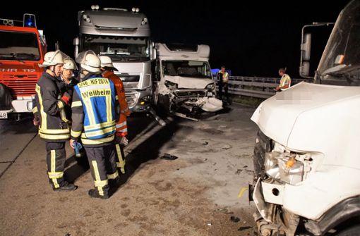 Nach dem Unfall musste die A8 Richtung München kurzzeitig voll gesperrt werden. Foto: SDMG