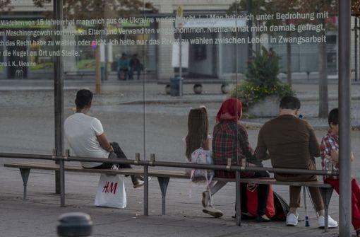Die Zitate im Bahnhofsbereich sollen Passanten das Unrecht vergegenwärtigen, das den Verschleppten im Dritten Reich an dieser Stelle angetan wurde. Foto: factum/Weise