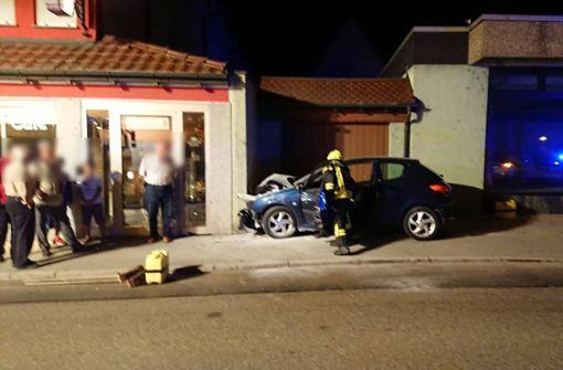 Der betrunkene Autofahrer musste in ein Krankenhaus gebracht werden. Foto: 7aktuell.de/F. Hessenauer