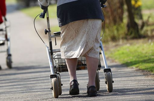 97-Jährige schwebt nach Rollator-Crash mit Kleinbus in Lebensgefahr