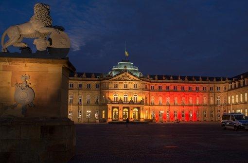 Das Neue Schloss in Stuttgart in die Farben der belgischen Trikolore gehüllt. Foto: dpa