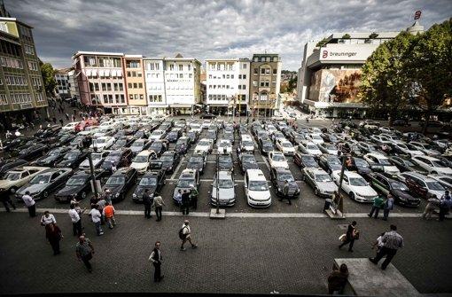 Hunderte Taxis füllen am Donnerstag den Marktplatz Foto: Lichtgut/Leif Piechowski
