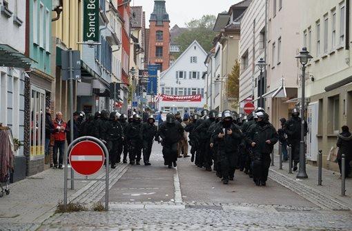 Der Protest gegen den Aufmarsch von Anhängern der rechten Szene am Samatag in Göppingen ist nicht nur friedlich verlaufen. Hier sind die Bilder der Demo gegen den Nazi-Aufmarsch. Foto: FRIEBE|PR