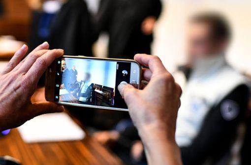 Bürger zeigen Behörde und Gerichte an