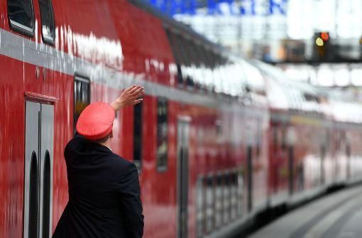 Zugbegleiterin von Regionalbahn überrollt