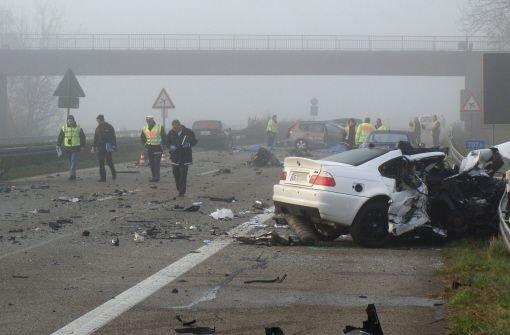 Die schrecklichen Bilder vom jüngsten Unfall auf der A5 bei Offenburg. Foto: dapd