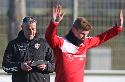 VfB-Trainer Jürgen Kramny hält große Stücke auf Timo Werner. Foto: Baumann