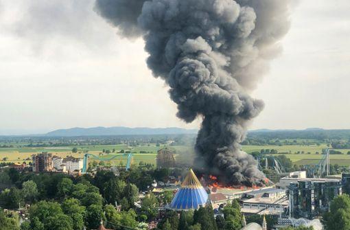 Lagerhalle in Flammen – Feuerwehr im Großeinsatz