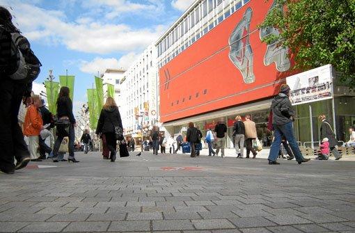Am Dienstagmittag geht ein 22-Jähriger auf der Königstraße in Stuttgart-Mitte plötzlich auf Passanten los. Foto: Leserfotograf Fotobiker