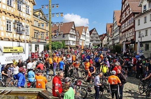 Vom Markt- auf den Schlossplatz: 600 Radler unterwegs