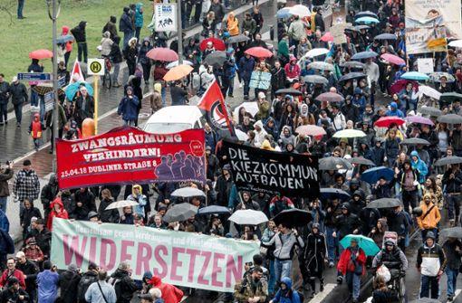 Zehntausende gehen gegen Mietwahnsinn auf die Straße