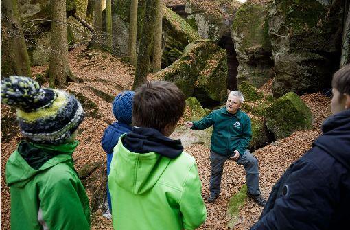 Walter Hieber ist Vorsitzender des Naturparkführer-Vereins und mittlerweile ein Vollzeit-Naturparkführer. Foto: Jan Potente