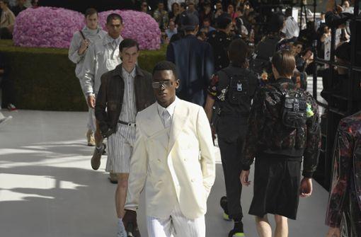 Gefeiert: die erste Kollektion des britischen Designers Kim Jones für Dior. Modern, leicht und sportlich, ein bisschen Romantik und Nostalgie –  Dior steht ab sofort für zeitgenössische Männlichkeit.  Foto: Getty Abo