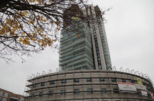 Der Gewa-Tower mit Hotel (im Vordergrund) ragt im Rohbau in den Himmel. Foto: Patricia Sigerist