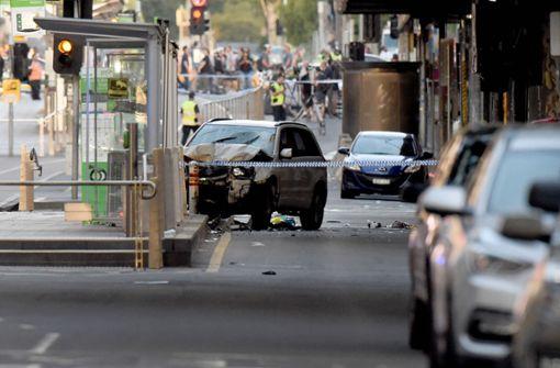 Vor dem Bahnhof Flinders Street mitten im Stadtzentrum Melbournes war ein Auto in eine Menschenmenge gerast. Foto: AFP