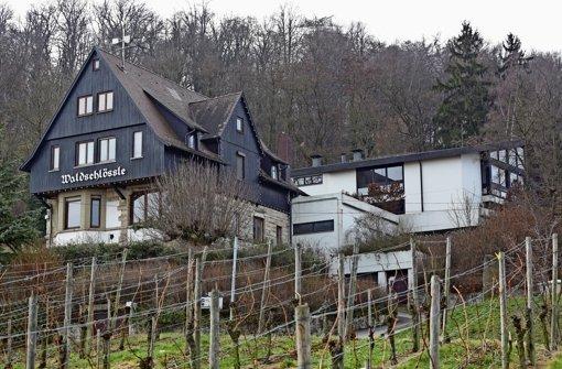 Das Restaurant Waldschlössle und das Waldheim dahinter stehen leer und benötigen viel Geld zur Sanierung. Foto: Patricia Sigerist
