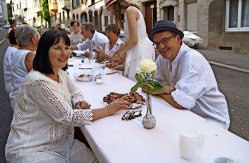 Petra Pfeiffer (links) und Stefan Morgenstern (rechts) fördern die Nachbarschaftlichkeit an der Schlößlestraße. Foto: Rebecca Anna Fritzsche