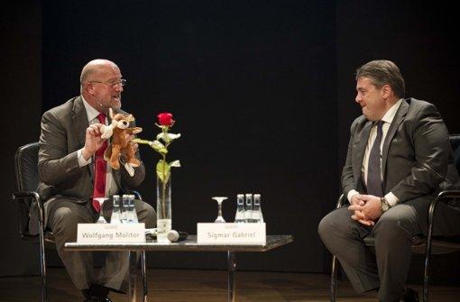 ... den Fragen von Wolfgang Molitor, stellvertretender Chefredakteur der Stuttgarter Nachrichten. Foto: Lichtgut/Max Kovalenko