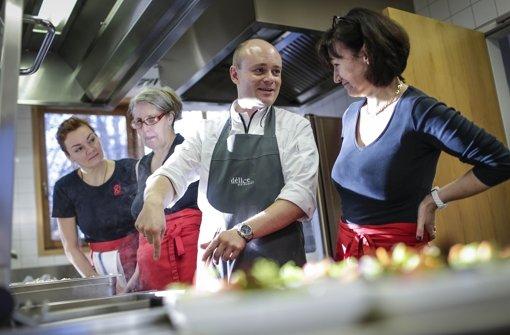 Stuttgarter Sternekoch tischt in Schule auf