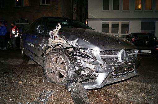 72-jähriger Mercedesfahrer rammt elf Autos